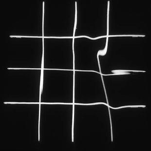 Reflejos en el agua deformados por el espectador, de François Morellet