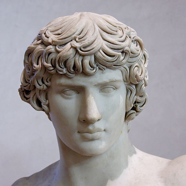 Busto de Antínoo, en el Louvre